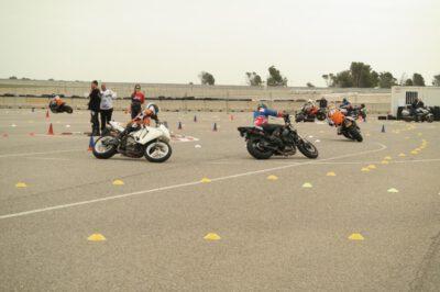 MotoGymkhana-Catalunya-Cup-blue bib rijders
